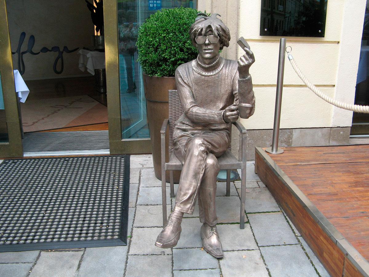 As Curiosas Esculturas de Bratislava