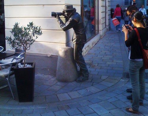 as-curiosas-esculturas-de-bratislava