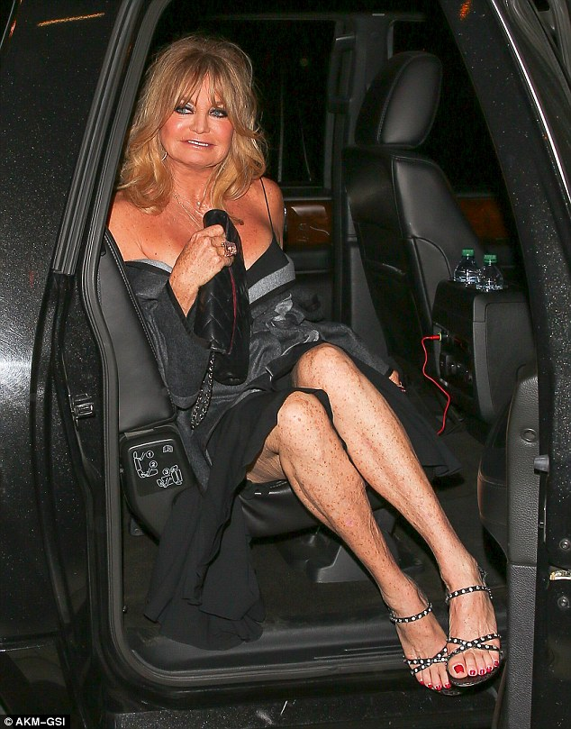 Goldie-Hawn-Fez-7.1-e-continua-linda