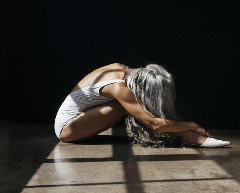 modelo-de-61-anos-faz-campanha-em-lingerie