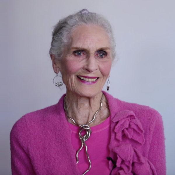 daphne-selfe-89-anos-e-a-estrela-de-campanha-de-beleza