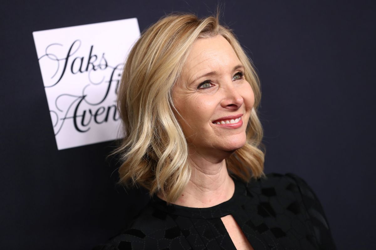 https://www.janeisatomas.com.br/wp-content/uploads/2018/03/lisa-kudrow-at-womens-cancer-research-fund-hosts-an-unforgettable-evening-in-los-angeles-02-27-2018-1.jpg