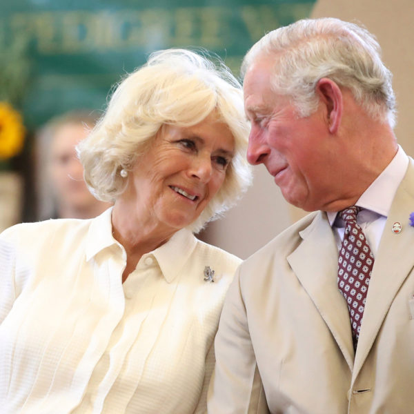 os-broches-favoritos-de-camilla-parker-bowles